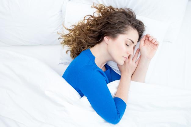 Dormir sobre o lado esquerdo