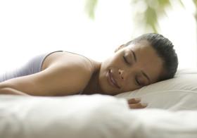 Maioria das pessoas sabe que ter uma boa noite de sono é importante, mas poucos passam oito ou mais horas debaixo dos lençóis