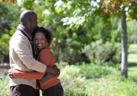 Abraços transmitem apoio, bem-estar e confiança.